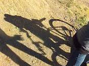 cycliste fait voler Afrique