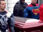 super héros funérailles d'un garçon