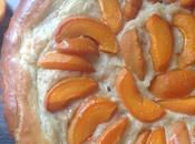 Tarte briochée abricots crème pâtissière noisette