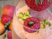 Smoothie fraise, pêche, abricot, framboise