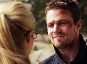 Arrow Oliver Felicity sont embrassés dans final saison