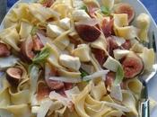 Salade pâtes, figues fraîches, jambon Parme mozarella, copeaux parmesan