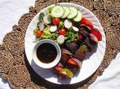 Brochettes tofu mariné légumes avec sauce sucrée