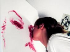 Natalie Irish, l'artiste peint avec bouche