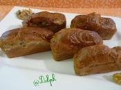 Mini cakes roquefort, noix lardons fumés.