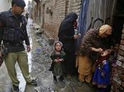 enfants vaccinés sous menace armes parents emprisonnés... XXIe siècle!