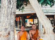 Lunch avec moines d'Attapeu