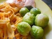 Assiette équilibrée saumon, pâtes, choux bruxelles