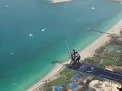 sautent 427m haut d'une tour Base Jump