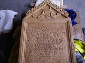 mystère s'épaissit pierre tombale romaine découverte début d'année Angleterre