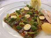 Plat pour l'été Salade comme niçoise Bouillabaisse froide, pommes terre, basilic restaurant Laurent