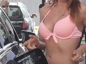 Ukraine automobilistes bikini font payer plein carburant
