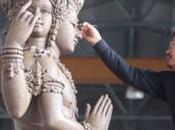 Crémation Bhumibol Adulyadej, touche finale statues (vidéo)