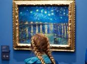 Quand visiteurs sont assortis œuvres musée