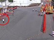 Mini drame cérémonie crémation Bhumibol Adulyadej (vidéo)
