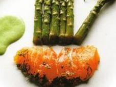 Darnes saumon mariné, sauce yaourt persillé