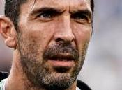 autre signature dans foulée après Buffon