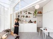 camarin, lumière dans petit studio