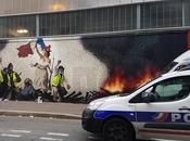 Paris fresque géante gilet jaunes inspirée Delacroix