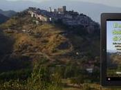 panneau publicitaire mètres installé Italie pour annoncer livre mystère croix Pauciuri
