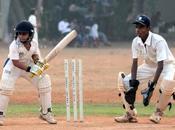 Jouer cricket, s'amuser pratiquer sport passionnant