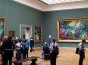 situation: s'amuse dans musées!! deux créations in-situ...