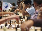 échecs, l'emporte toute ligne
